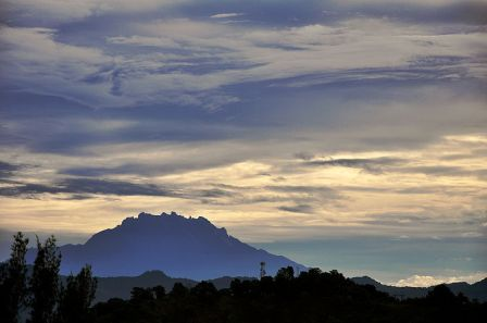Mount_Kinabalu_on_Cloudy_Morning