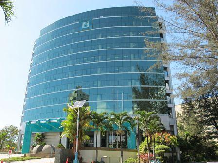PETRONAS_Verwaltungsgebäude_in_Kota_Kinabalu,_Malaysia