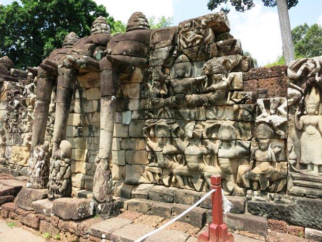 Terrace-of-the-Elephants-dengan-berbagai-patung-gajah